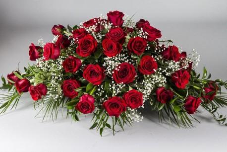 Red rose & Gyp coffin spray
